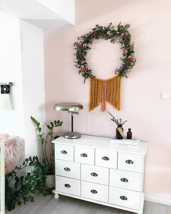 You have to see this #DIY spring wreath idea with tassels #HomeDecorIdeas