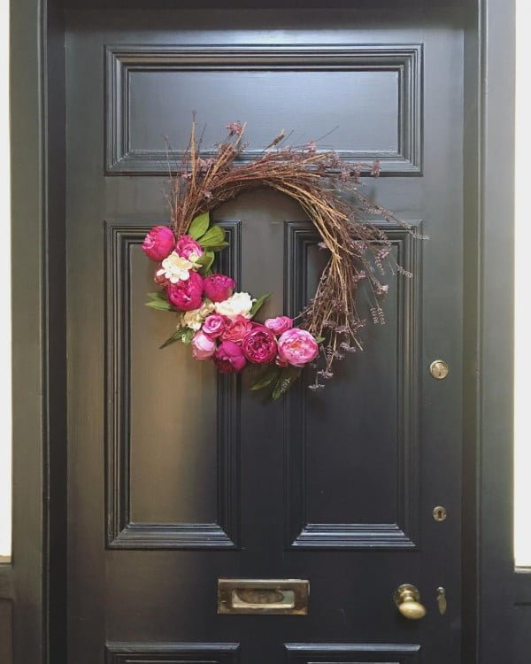 You have to see this #DIY chic spring wreath idea with roses #HomeDecorIdeas