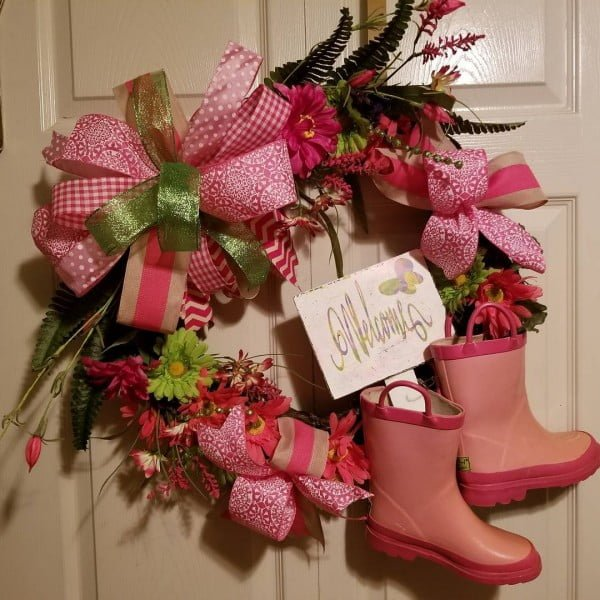 You have to see this #DIY spring wreath idea with pink children boots #HomeDecorIdeas