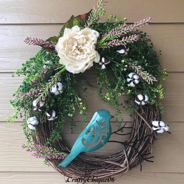You have to see this #DIY spring wreath idea with a bird decoration #HomeDecorIdeas