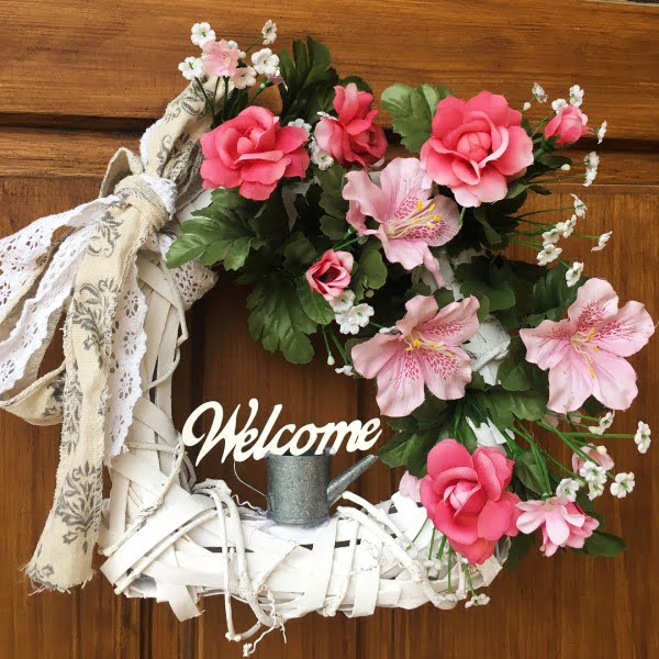 You have to see this #DIY spring wreath idea with scrap fabrics #HomeDecorIdeas