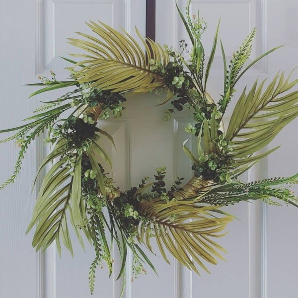 You have to see this #DIY spring wreath idea with laurels #HomeDecorIdeas