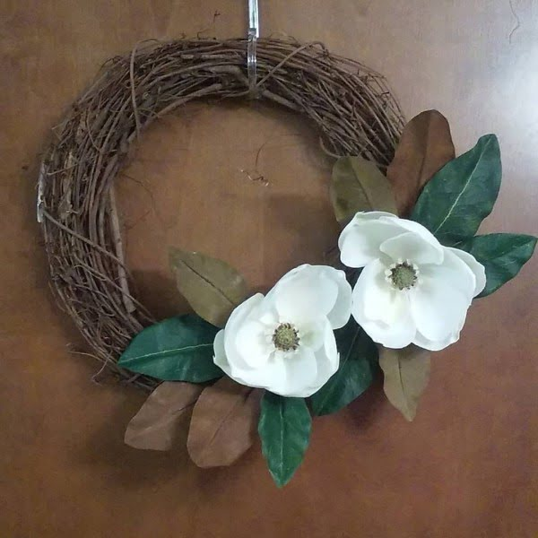 You have to see this #DIY spring wreath idea with natural flowers #HomeDecorIdeas