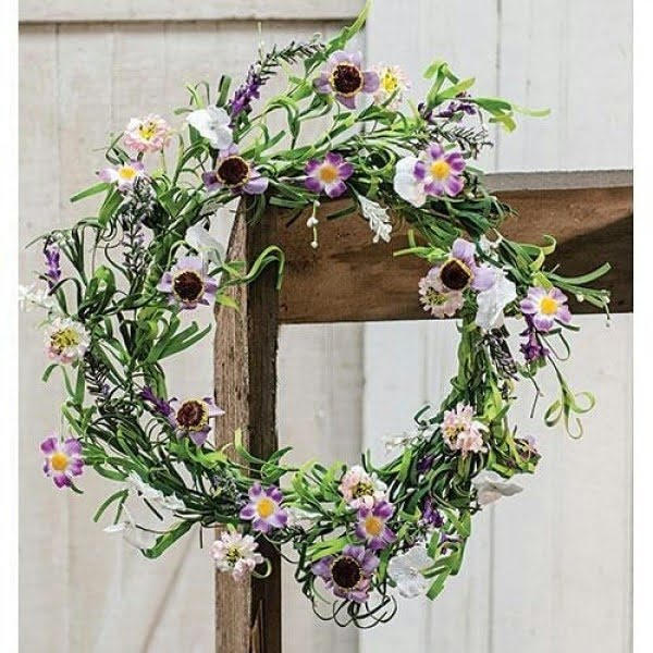 You have to see this #DIY spring wreath idea with purple blooms #HomeDecorIdeas