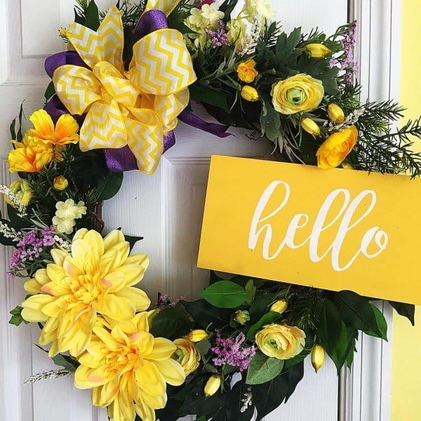 You have to see this #DIY spring wreath idea with bright yellow accents #HomeDecorIdeas