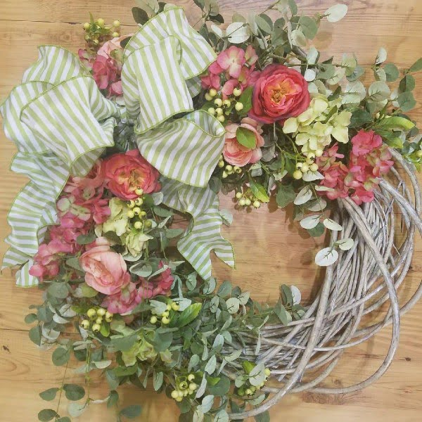 You have to see this #DIY spring wreath idea with peaceful pastel colors #HomeDecorIdeas