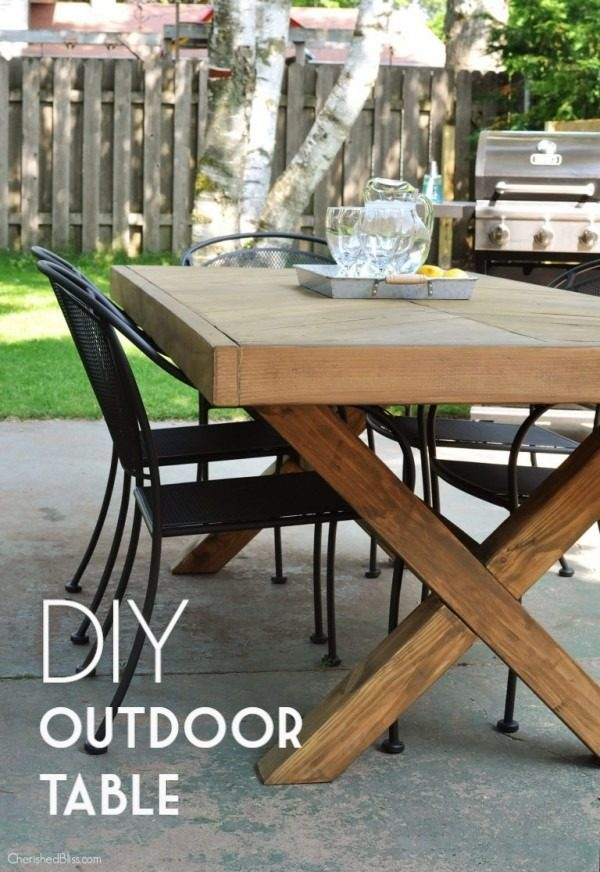 Check out the tutorial on how to make a #DIY outdoor table. Looks easy enough! #HomeDecorIdeas