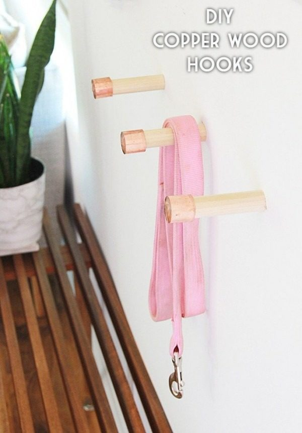 Check out the tutorial on how to make #DIY copper wood hooks. Looks easy enough! #HomeDecorIdeas