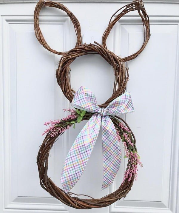 Check out this #DIY #Easter wreath idea with a twig bunny. Love it! #HomeDecorIdeas