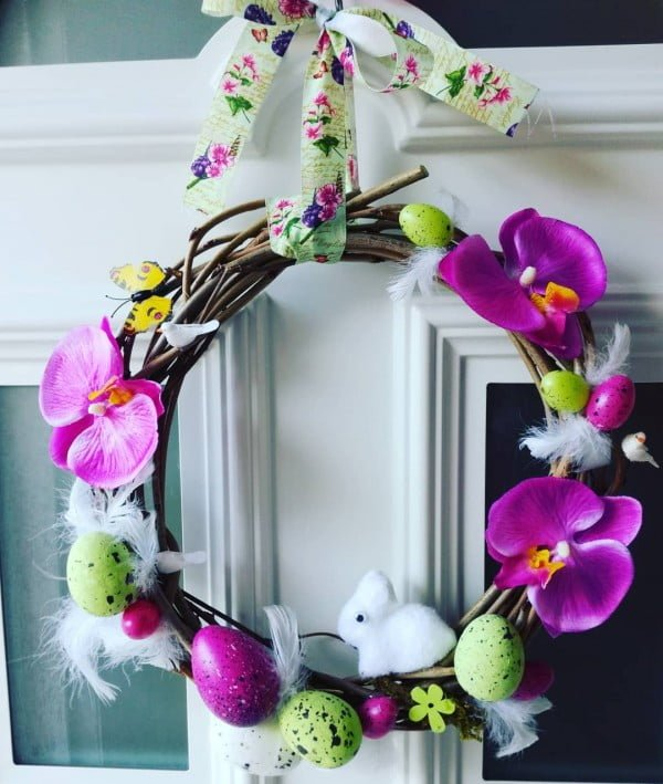 Check out this   wreath idea with orchids. Love it!