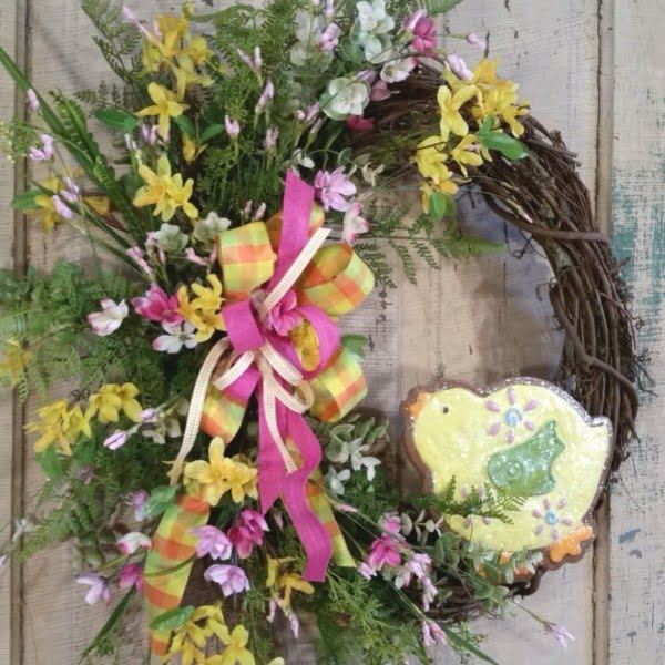 Check out this #DIY #Easter wreath idea with spring flowers and a chick decal. Love it! #HomeDecorIdeas
