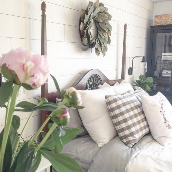 You have to see this #farmhouse bedroom decor idea with shiplap walls. Love it! #BedroomIdeas #HomeDecorIdeas