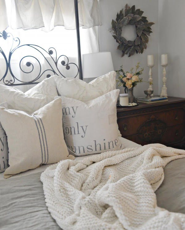 You have to see this #farmhouse bedroom decor idea with a vintage dresser and a farmhouse wreath. Love it! #BedroomIdeas #HomeDecorIdeas