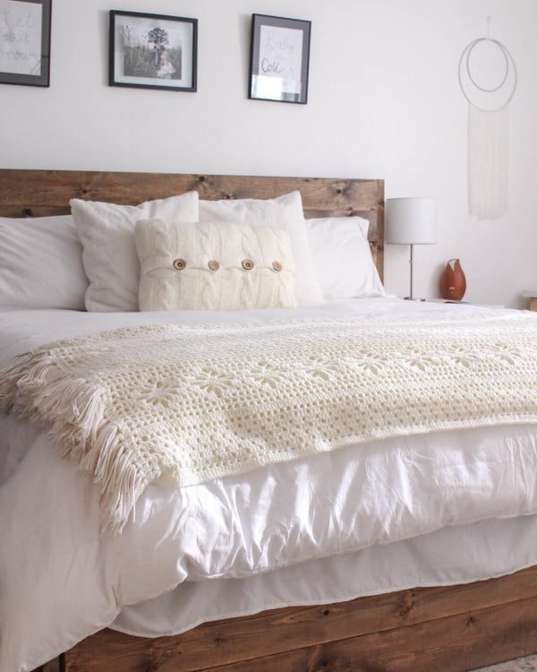 You have to see this #farmhouse bedroom decor idea with a rustic bed frame. Love it! #BedroomIdeas #HomeDecorIdeas