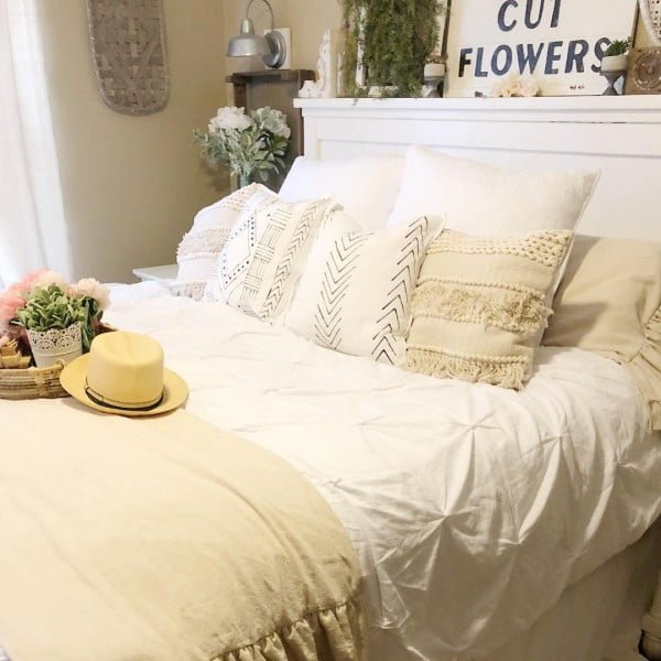 You have to see this #farmhouse bedroom decor idea with a mantel headboard. Love it! #BedroomIdeas #HomeDecorIdeas