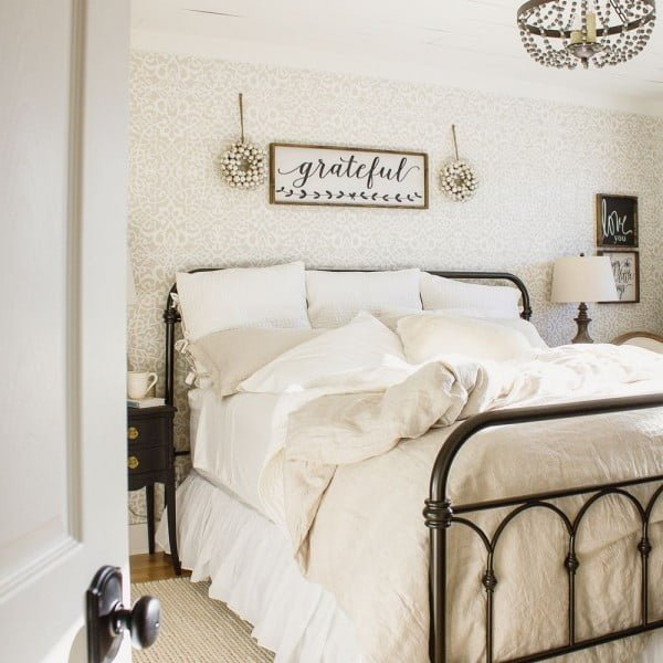 You have to see this bedroom decor idea with #farmhouse a sign. Love it! #BedroomIdeas #HomeDecorIdeas