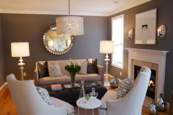 You have to see this #farmhouse living room decor idea with geometric patterns. Love it! #HomeDecorIdeas