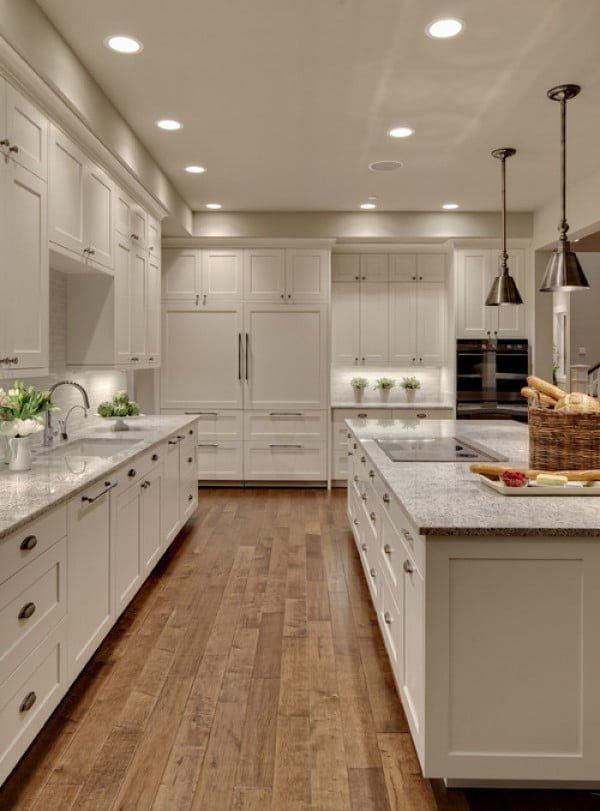 You have to see this #farmhouse kitchen decor idea with pendant lighting. Love it! #HomeDecorIdeas