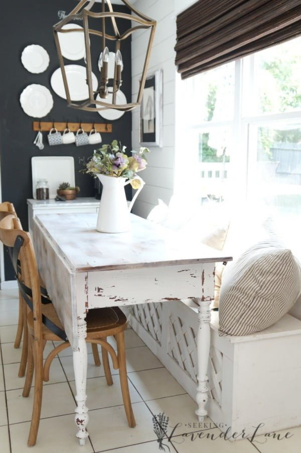 You have to see this #farmhouse dining area decor idea with vintage table. Love it! #HomeDecorIdeas