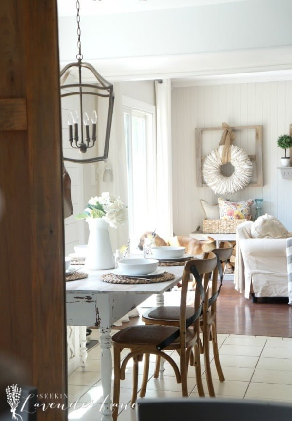 You have to see this #farmhouse decor idea with a weathered table. Love it! #HomeDecorIdeas