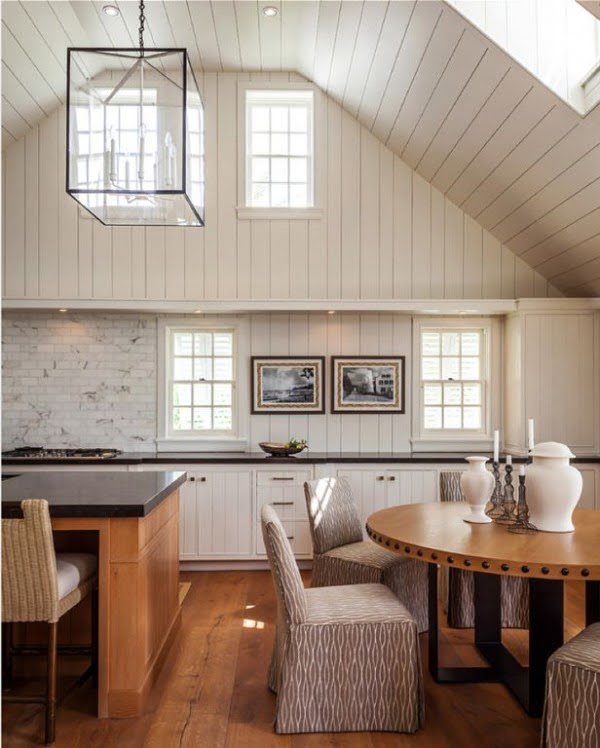 You have to see this #farmhouse decor idea with vaulted ceiling. Love it! #HomeDecorIdeas