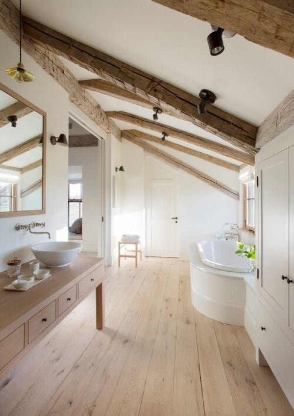 You have to see this #farmhouse bathroom decor idea with wooden beams. Love it! #HomeDecorIdeas