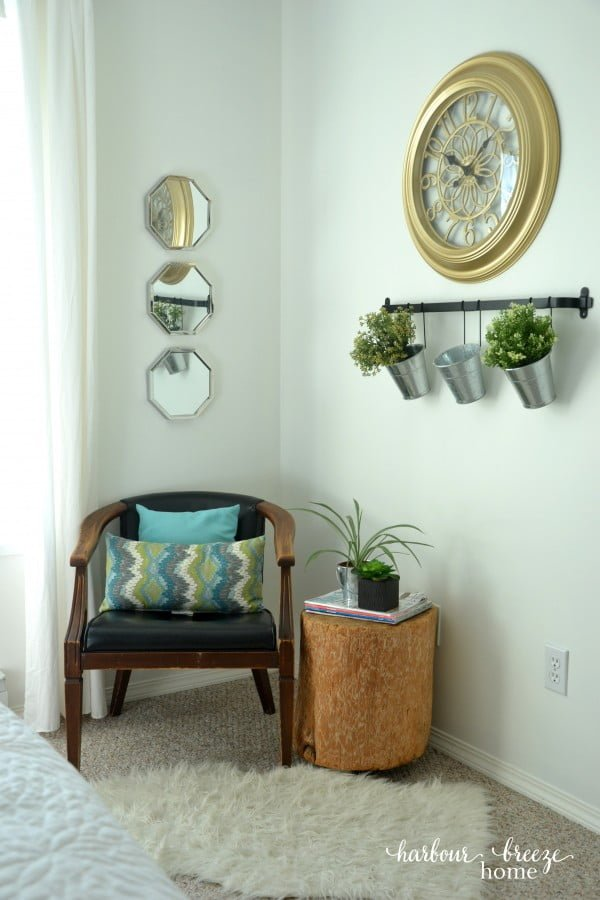 You have to see this #farmhouse decor idea with a tree stump side table. Love it! #HomeDecorIdeas
