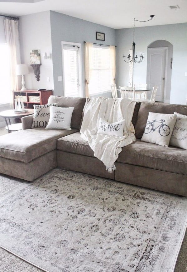 You have to see this #farmhouse decor idea with contrasting fabrics. Love it! #HomeDecorIdeas