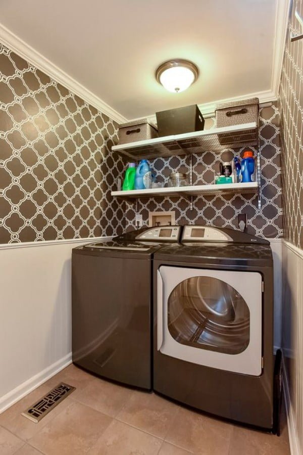 100 Fabulous Laundry Room Decor Ideas You Can Copy - You have to see this laundry room decor idea with pattern wallpaper. Love it! #LaundryRoomDesign #HomeDecorIdeas