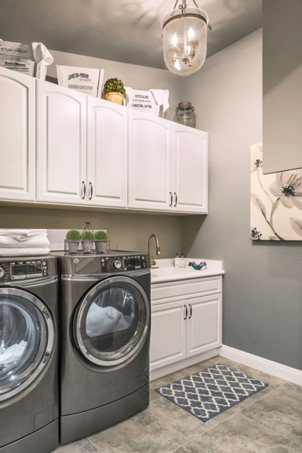 100 Fabulous Laundry Room Decor Ideas You Can Copy - You have to see this laundry room decor idea with a pendant light. Love it! #LaundryRoomDesign #HomeDecorIdeas