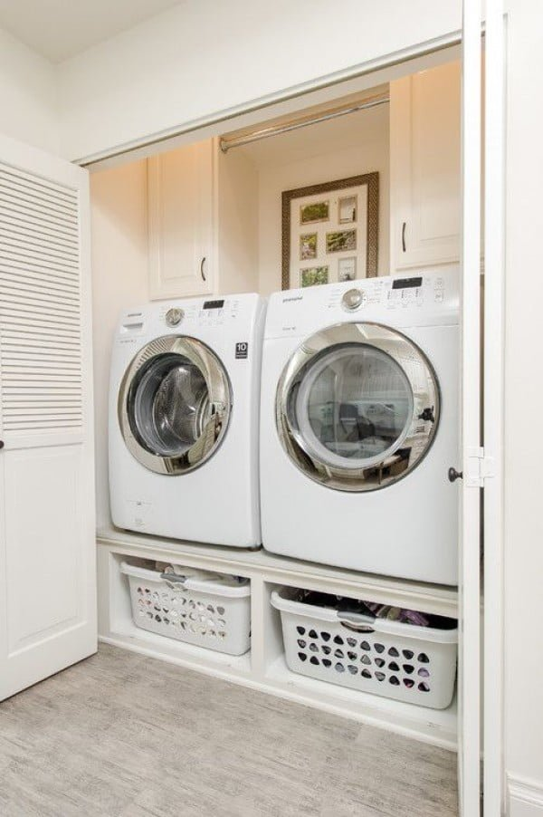 100 Fabulous Laundry Room Decor Ideas You Can Copy - You have to see this laundry room decor idea with closed door space. Love it! #LaundryRoomDesign #HomeDecorIdeas