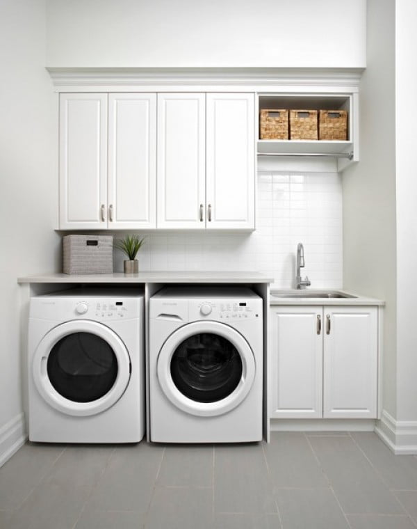 100 Fabulous Laundry Room Decor Ideas You Can Copy - You have to see this laundry room decor idea with wicker basket accents. Love it! #LaundryRoomDesign #HomeDecorIdeas