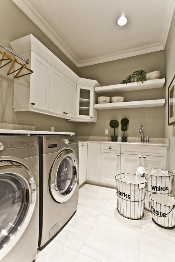 100 Fabulous Laundry Room Decor Ideas You Can Copy - You have to see this laundry room decor idea with modern #farmhouse accents. Love it! #LaundryRoomDesign #HomeDecorIdeas
