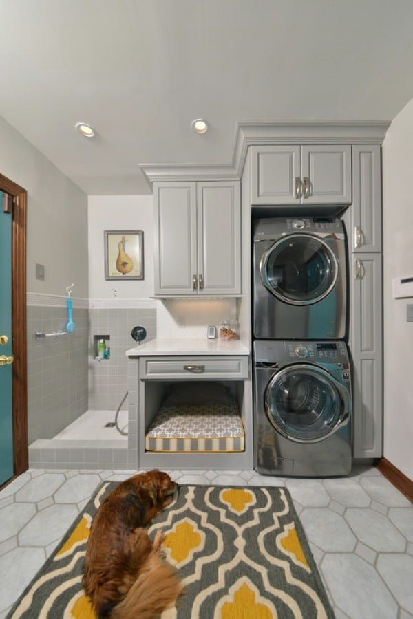 100 Fabulous Laundry Room Decor Ideas You Can Copy - You have to see this laundry room decor idea with wall art accents. Love it! #LaundryRoomDesign #HomeDecorIdeas