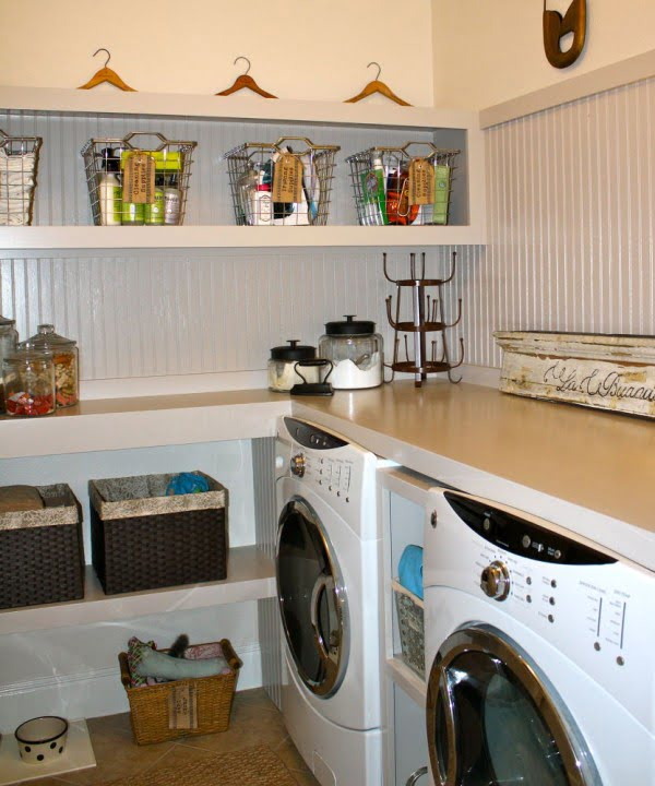 100 Fabulous Laundry Room Decor Ideas You Can Copy - You have to see this laundry room decor idea with built-in shelves. Love it! #LaundryRoomDesign #HomeDecorIdeas
