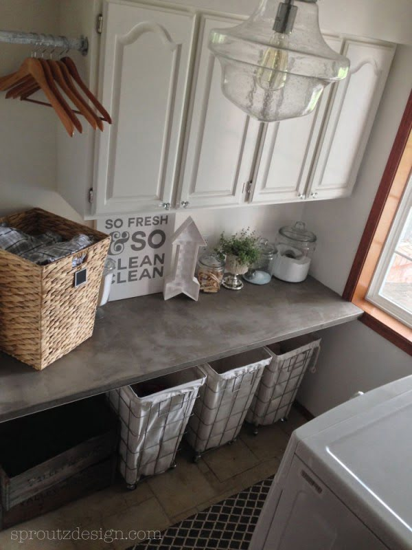 100 Fabulous Laundry Room Decor Ideas You Can Copy - You have to see this laundry room decor idea with industrial and modern farmhouse accents. Love it! #LaundryRoomDesign #HomeDecorIdeas