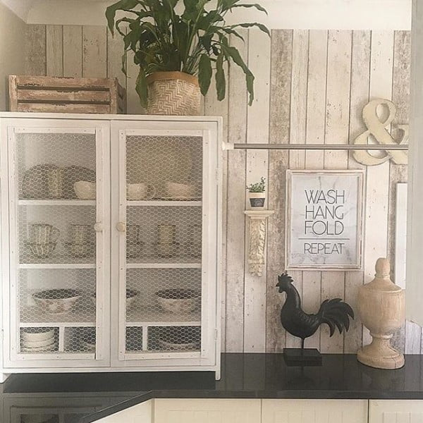 You have to see this #rustic wall decor idea with wood planks. Love it! #HomeDecorIdeas