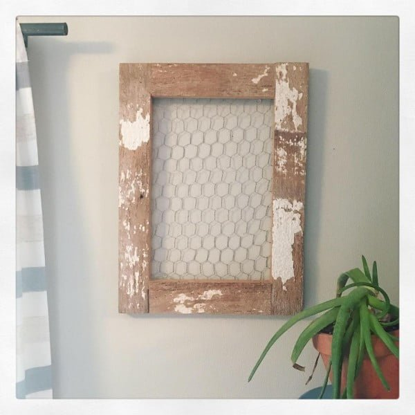 You have to see this #rustic wall decor idea with barn board frame. Love it! #HomeDecorIdeas