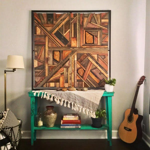 You have to see this #rustic wall decor idea with a wooden collage. Love it! #HomeDecorIdeas