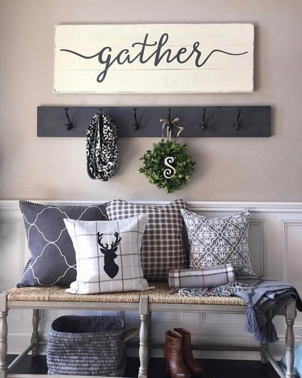 You have to see this #rustic wall decor idea with #farmhouse entryway signs. Love it! #HomeDecorIdeas