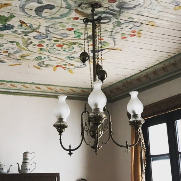 50 Unique Ceiling Design Ideas to Update the Forgotten Wall - You have to see this vintage fresco ceiling design idea. Love it! #HomeDecorIdeas