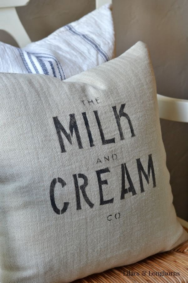 Check out the tutorial on how to make a #DIY #farmhouse stencil pillow covers. Looks easy enough! #HomeDecorIdeas