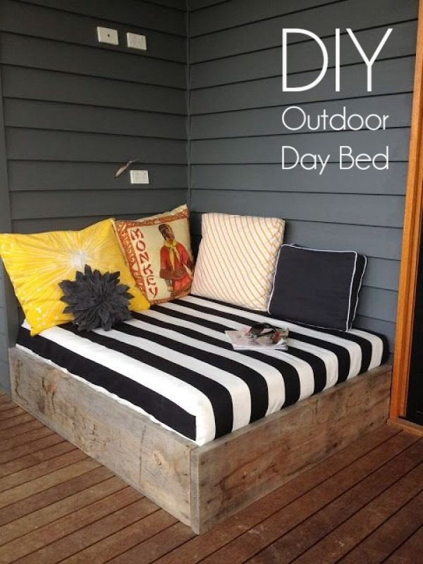 Great idea! Check out the tutorial on how to make a #DIY outdoor day bed. #HomeDecorIdeas