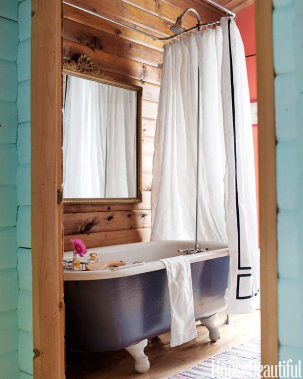 100 Cozy Rustic Farmhouse Bathroom Decor Ideas You Can Easily Copy - You have to see this bathroom decor idea with hardwood floors and vintage raid shower head. Love it!