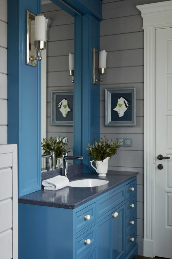 100 Cozy Rustic Farmhouse Bathroom Decor Ideas You Can Easily Copy - You have to see this bathroom decor idea with udnermount sink and retro white walls. Love it!