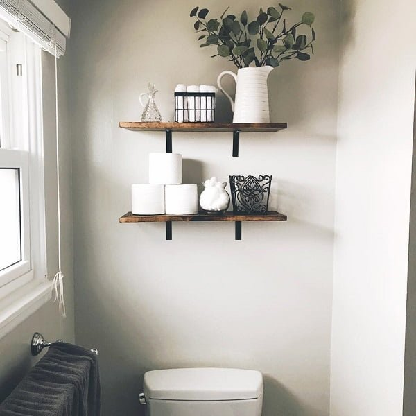 100 Cozy Rustic Farmhouse Bathroom Decor Ideas You Can Easily Copy - You have to see this #farmhousebathroom decor idea with tasteful decorations and synchronized toilet-towel handle. Love it! #BathroomDecor #HomeDecorIdeas