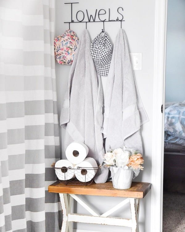 100 Cozy Rustic Farmhouse Bathroom Decor Ideas You Can Easily Copy - You have to see this #farmhousebathroom decor idea with bedroom entrance and intriguing toilet paper holder. Love it! #BathroomDecor #HomeDecorIdeas