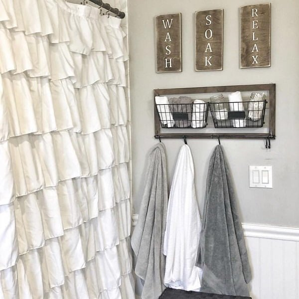 100 Cozy Rustic Farmhouse Bathroom Decor Ideas You Can Easily Copy - You have to see this bathroom decor idea with metal countryside towel holder, and half-size wooden wall. Love it!