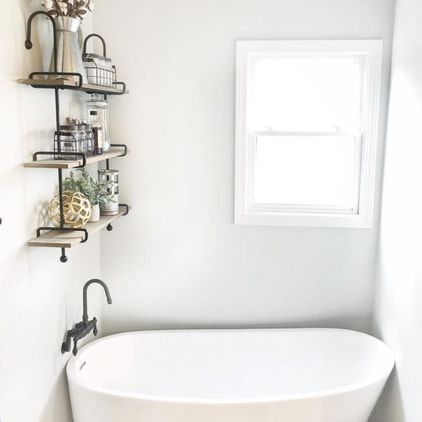 100 Cozy Rustic Farmhouse Bathroom Decor Ideas You Can Easily Copy - You have to see this #farmhousebathroom decor idea with nostalgic metal bathtub faucet and glass storage jars. Love it! #BathroomDecor #HomeDecorIdeas