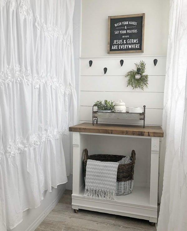 100 Cozy Rustic Farmhouse Bathroom Decor Ideas You Can Easily Copy - You have to see this bathroom decor idea with tin storage tray and hand-knitted storage basket. Love it!